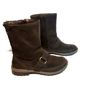 MERRELL PERFORMANCE FOOTWEAR BOOTS
